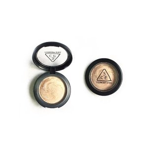 Mini review on the 3CE Marble Highlighter.  About The 3 Concept Eyes Marble Highlighter creates a natural contour finish because this pearlescent baked type highlighter will stay longer on your face without caking. With this highlighter there's no need to re-touch the whole day. It can even be used as an eyeshadow base. A small amount on the face is enough for a bright skin look. Benefits  Suitable for all skin types.  Leaves a natural look and highlights skin contour.  No need for retouching the whole day.  Doesn't leave caking.  This one isn't pigmented. I think it did picked up product but when applied on to face, you can barely see anything applied. Maybe this one has a more natural finishing than other contouring products. Its nothing more than a shimmer left in overall. I always love 3CE but I think this one isn't worth it 🙄🤔 But I would say the packaging scored 10/10 🤓  #clozette