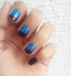 Mani of the week! 💅💙👽 #manimonday #manioftheweek #nailstagram #nailart #clozette #clozetter #clothesph #nailpolishaddict #blue #lines #diy