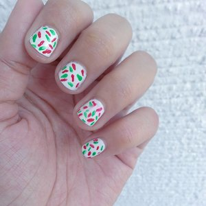 HOLIDAY NAILS!ho ho ho ♥♥♥ #nailart #nailstagram #wish #cute #tradition #polished #clozette #happy #holidays #nailpolish #ff #colors #donut #art #feels #loveit