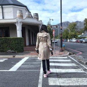 Walking swiftly towards Friday! Can u guess why?!? And no it's not because it's the beginning of the weekend 🤣 . . . . . . . . . . . . . . . . . . . . . . . . . #streetfashion #streetshot #fashionstreet #voguestyle #trenchcoat #fentyxpuma #styleguru #styleguide #fashionmagazine #franschhoek #traveler #cntraveler #worldtraver #southafricanstyle #southafricanblogger #travelwithme #travelwithstyle #clozette #clozetteid #proudlysouthafrican #southafrica #southafrican #winecountry #stylediaries #stylediary #fashionpost #fashionist #mystyle #lookbookbkk #lookinggood