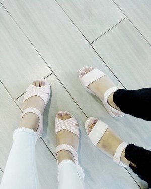 In our comfy wear ✨ Twinning in @melissaphilippines pastel pink sandals with sizzums 💗 #clozette #teamshirubi #MelissaPH