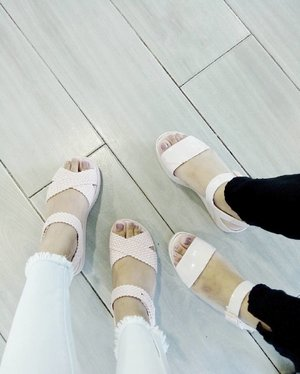 In our comfy wear ✨ Twinning with sizzums in @melissaphilippines pastel pink sandals 💗 #clozette #teamshirubi
