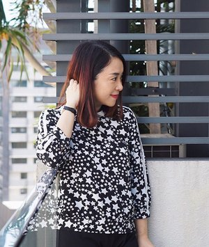 happy Thursday in stars & stripes. Looking fwd to time off with kids again tomorrow 😍 // #clozette #stars #starsandstripes #blackandwhite #monochrome #ootd #personalstyle #mystyle #iroosg #outfits #stars #stargazing #smile😊 #mom #sgmom #happymom #happy #Thursday