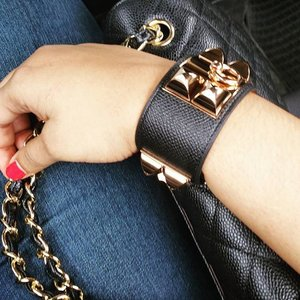Off to meet my loves ❤ Black + Gold = Fav Combo 😍 ____  #singapore #jewelry #accessories #blingbling #bling #blinged #bracelet #armcandy #hermes #cdc #purseboppicks #pursebop #fashion #style #sgfashion #sgstyle #instafashion #instastyle #clozette #clozettesg #instagood #instasg #lifestyleblogger #sgblogger
