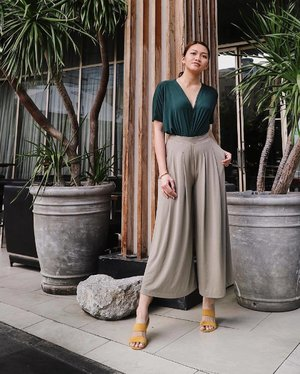 Blending in 🍃🌿 Today's outfit is inspired by the #PantoneColor for 2017: Greenery 💚✨Dress used as top: @zaloraph, Drape pants: @uniqlophofficial, Shoes: @forme_clothing, Photo: @jeannegerbread #self #outfit #clozette #clozetteco #pilipinasootd @pilipinasootd #charleneajose