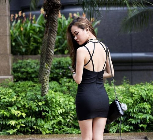 "<div class=""photoCaption"">Loving the strappy back of this dress ❤️ . . . . #ootd #carrislabelle #instamood #photography #photo #clozette #instalike #instafashion #wiwt #instasg #igsg #outfitoftheday #dress</div>"