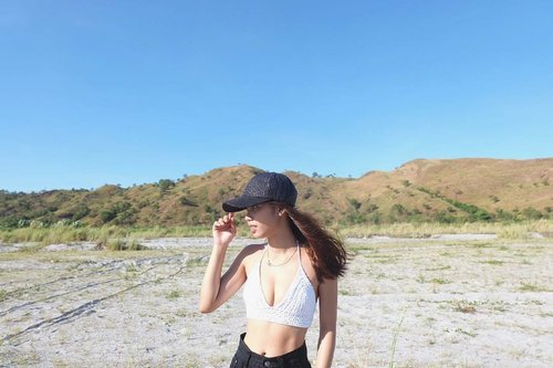 """<div class=""""photoCaption"""">After my short IG break! ✌🏼 Can't wait for another adventure this weekend! Gonna explore, PH more!! 🙏🏼 P.S. Don't be fooled! My arms are way bigger now and I don't have abs, OKAAAAY?! 😂 #Throwback</div>"""