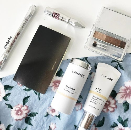 """<div class=""""photoCaption"""">My trusty base and brow products for this weekend! Heading out for brunch with hubby, finally some precious dating time 💕 #weekend #longweekend #makeup #laneige #laneigesg #covermark #covermarksg #benefit #benefitsg #jillstuartbeauty #beauty #clozette</div>"""
