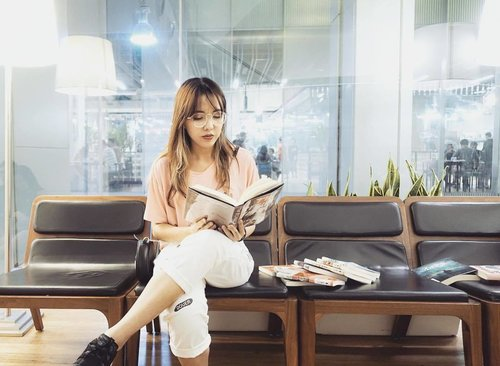 """<div class=""""photoCaption"""">It has been a while since I sat down with a book in hand. I wouldn't say that I'm a bookworm but it's moments like these that gets me thinking. <br /> Life's not just about how fast you rush around. Take time out to do the things you love❤️<br /> •<br /> •<br /> •<br /> •<br /> •<br />  <a style=""""color:black;"""" href=""""http://m.clozette.co/community?term=chloewlootd&section=community""""  data-persist-ajax=""""false"""" data-ignore=""""true"""">#chloewlootd</a>  <a style=""""color:black;"""" href=""""http://m.clozette.co/community?term=pepperkokosg&section=community""""  data-persist-ajax=""""false"""" data-ignore=""""true"""">#pepperkokosg</a>  <a style=""""color:black;"""" href=""""http://m.clozette.co/community?term=pepperkoko&section=community""""  data-persist-ajax=""""false"""" data-ignore=""""true"""">#pepperkoko</a></div>"""