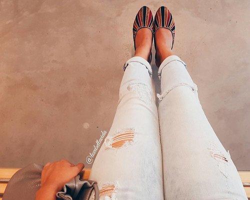 "<div class=""photoCaption"">Tattered jeans and slip-on shoes.  #tatteredjeans #slipons #hm #ootd #clozette #starclozetter #clozettebloggerbabes #fashionblogger #fblogger #lifestyleblogger #lblogger #sgblogger #sgfashionblogger #indianblogger #indianfashionblogger #influencersg #sglife #sglifestyle #igsg</div>"