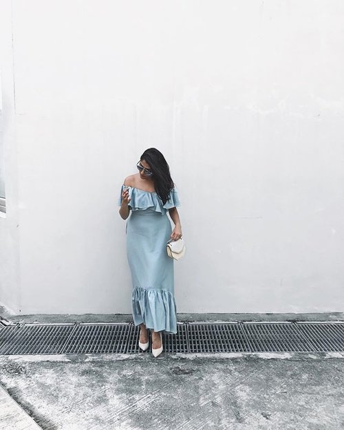 "<div class=""photoCaption"">Happy hump day 💙 . . . . . . . . . . . . . . . . . . . #ootdstyle #stylexstyle #clozette #clozetter #stylemacarons #styleinspo #fashioninfluencer #wearitloveit #fashionbloggerstyle #collatethelabel #DisneyxCollate #makeyousmilestyle #lovelysquares #lookoftheday #lookdujour #prettylittleiiinspo #darlingmovement #me #aboutalook #realoutfitgram #amblifeisbeautiful #fashiondiaries #sgfashion #fashionista #streetstyle #wiwt #ootdsg #styleblogger #fashiongram #stylegram</div>"