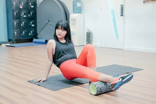 "<div class=""photoCaption"">Warming up for today's training using Nike's foam roller which relaxes the muscles and corrects any imbalances. Lucky I'm wearing a pair of Nike's Zonal Strength Tights which makes my everyday workout routine more comfortable! #Clozette #NikeTights #WorkoutOOTD #DoYouBelieveInMore</div>"