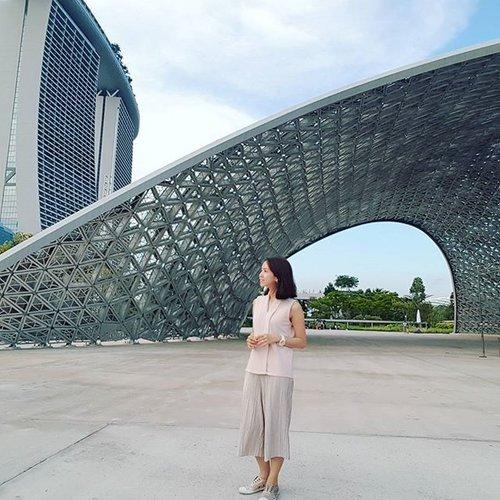 """<div class=""""photoCaption"""">《 Doubts kill more dreams than failure ever will.》 Come with me.  Explore @gardensbythebay.  Any famous gardens in your country? . . . . #clozette #visitsingapore #singapore</div>"""