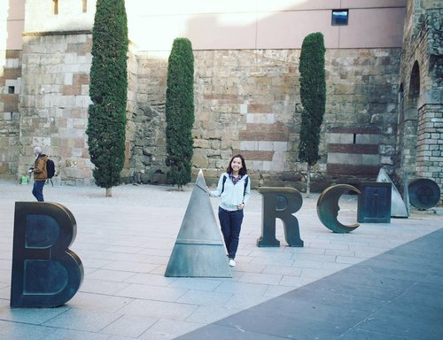 """<div class=""""photoCaption"""">Barcelona in Greek.  So awesome. Have your art sensory experience in the hearts of this vibrant city @visitbarcelona . . . . #barcelona #spaininmyheart #spain #visitbarcelona #visitspain #clozette</div>"""