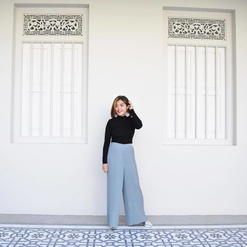 """<div class=""""photoCaption"""">Of pleats and flares ❄️ Land of Pho for the rest of the week ❤️ #workworkbalance #clozette #lovebonito #lbootd</div>"""