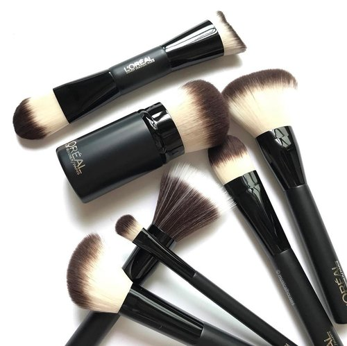 "<div class=""photoCaption"">Just gonna leave this pic of the new @lorealmakeup #makeupbrushes with you for the weekend! These #brushes have synthetic fibers that are very soft with a lot of give, and have shorter handles that are good for traveling with. The ""star"" brush in this line is the dual-ended #makeupbrush for face and contour, although personal favourite is the blush brush.  ___________________ #clozette #beauty #igbeauty #flatlay #drugstorebeauty #drugstoreproducts #cosme #budgetfriendly #lorealmakeup #lorealparissg #loreal #lorealparis #nofilter #instabeauty #beautyaddict #beautyblogger #beautyjunkie #makeup #iphoneonly #sgbeauty #sgbloggers #lovebeauty #beautylover #budgetmakeup #igmakeup #instamakeup #cosme</div>"