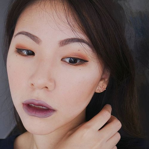 """<div class=""""photoCaption"""">My """"When Summer Meets Winter"""" makeup today 😂 I am terrible at colour combination so I just whack only. ∴∵∴∵∴PRODUCTS USED∴∵∴∵∴FACE: #EtudeHouse Any Cushion Cream Filter, #BenefitCosmetics Boi-ing Concealer + Rockateur Blush, #AnastasiaBeverlyHills Contour Kit■■■■■■■■■■■■■■■■■■■■■■■■EYES: #VioletVoss Holy Grail, #MACCosmetics Pearlglide Intense Eyeliner in Lord It Up + Technakohl Liner in $$$, #Clinique Pretty Easy Liquid Eyelining Pen■■■■■■■■■■■■■■■■■■■■■■■■BROWS: #EtudeHouse Drawing Eye Brow■■■■■■■■■■■■■■■■■■■■■■■■LIPS: find out on the next post ⇉⇉⇉∵∴∵∴∵∴∵∴∵∴∵∴∵∴∵∴∵∴ 🌻Happy Vesak Day everyone!🌻 #beauty#makeup#sgbeauty #sgmakeup#instabeauty#instamakeup #beautygram#beautyblogger#makeupmess #bblogger#beautybloggers#igmakeup #trendmood #allthingsmakeup#sgig#sgigmakeup #clozette #igbeauty #makeupjunkie #sephorasg#lipstick #lookoftheday #lotd #muotd</div>"""