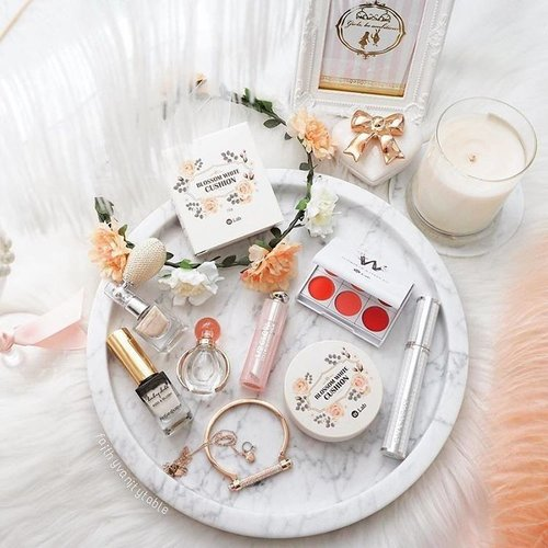 """<div class=""""photoCaption"""">The dainty packaging of beauty products always makes our heart melt. Share with us in the comments which beauty brand you think has the cutest packaging! // 📷  #ClozetteAmbassador @faithyvanitytable  Want to be a Clozetter? Join our community today at www.clozette.co for more tips on beauty and fashion! #Clozette #ClozetteSHOTS</div>"""