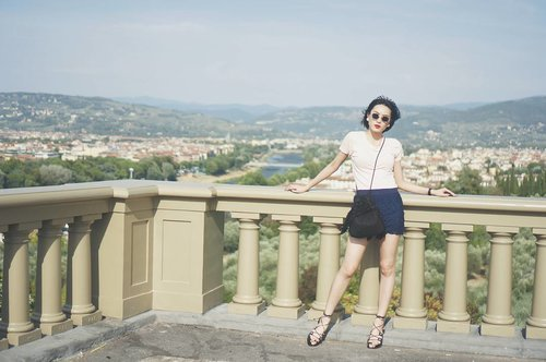 """<div class=""""photoCaption"""">This is the beautiful city of Florence 💮  #beauty #florence #Italy #travel #travelogue #KylainItaly #scenic #view #clozette #style #summer #holidays #Europe</div>"""