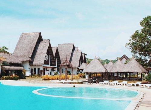 "<div class=""photoCaption"">Pa-pa-pa-paradise. Everyday vacation. 💙 #clozette #clozetteambassador #playatropical #ilocos</div>"