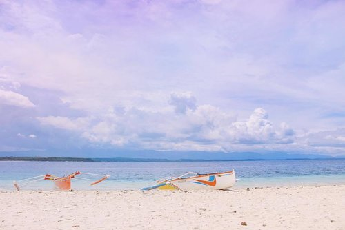 "<div class=""photoCaption"">Time heals nothing unless you move along with it! Have a blessed Sunday 🙏🏻 #JamilaJoyceGoesAround #IlocosNorte #BadocIsland #Clozette #Travel #ShotsByJamila</div>"