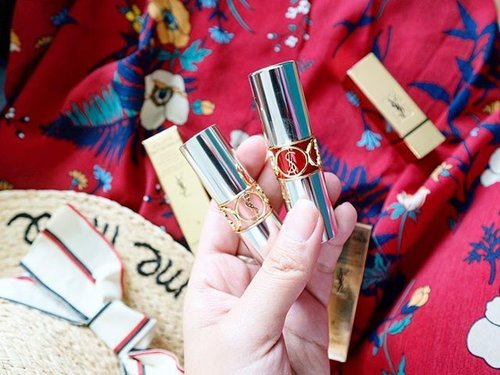 """<div class=""""photoCaption"""">Im blessed being pampered by @yslbeauty ❤️❤️❤️ I'm a big fan of their lippie range since three years ago. ✨✨✨ I'm a real princess 😍😍😍 . . #yslaustralia #yslbeauty #beautyblogger #beaty #makeup #ysl #red #flatlay #bblogger #clozette #limited #lifestyle #foundation #perfect #beautiful #cushion #love #l4l #ysllipstick #yslbeautyau</div>"""