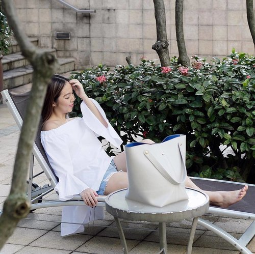 "<div class=""photoCaption"">Need a fast forward button to the next weekend! Off-Shoulder Tiered Top from @odetowhite & Soho 2 convertible tote bag @sometime_byasiandesigners.</div>"