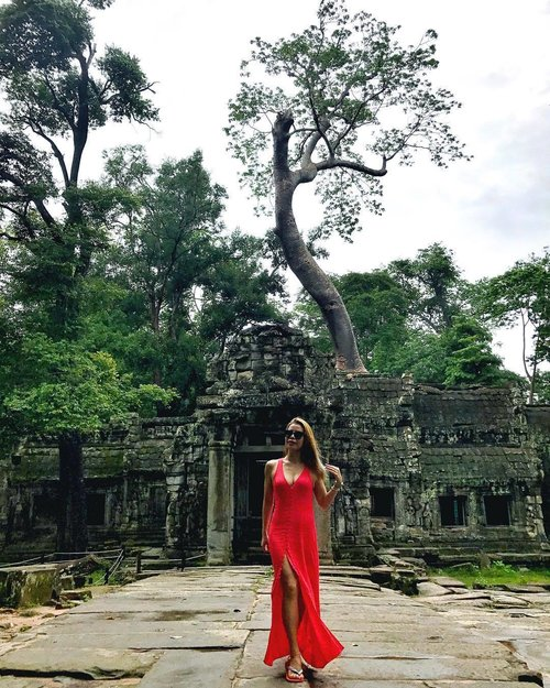 "<div class=""photoCaption"">No trip to #SiemReap would be complete without a quick tour at #Taprohm temple, where the movie ""Tomb Raider"" was filmed. 📸 @jupiterkitty_  #travel #travelblogger #travelwithCrystal #ootd #clozette</div>"