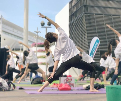 """<div class=""""photoCaption"""">Rise & stretch it out for @watsonssg 1st ever mass yoga session in collaboration with @PlatinumYoga  Partnering #ActiveSg to #GetActive 💪 A great way to kickstart the weekend!  #feelingrejuvenated #watsonssg #huntington #platinumyoga</div>"""