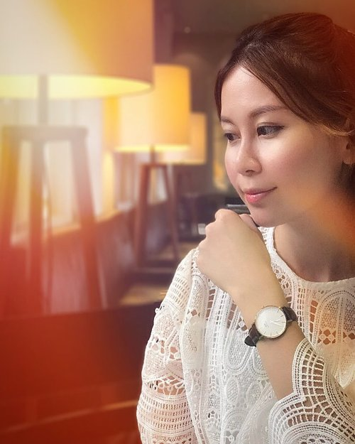 "<div class=""photoCaption"">Loving this timeless piece from @danielwellington. Use my code ""ReginaSG"" for 15% off all products on http://www.danielwellington.com! #danielwellington</div>"