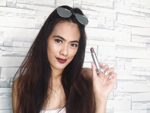 "<div class=""photoCaption"">Lovin' my lippies from maybelline 696 Burgundy Blush. 💋</div>"