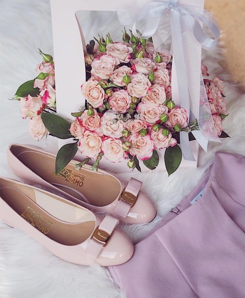 """<div class=""""photoCaption"""">On Wednesdays, pink errthing! Featuring fresh blooms from @kikiwoodsflorist 💕</div>"""