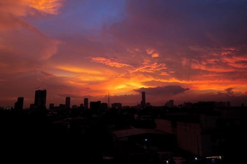 """<div class=""""photoCaption"""">This view in the city 👌🏻🌅 📷 from the 5th Floor of @verjandel_hotel ❤️ #Staycation #HotelsPH #VerjandelHotel #Sunset #SunsetView #Clozette #Cityscape #VantagePoint #Colorful #vscocam #SinoPinas</div>"""