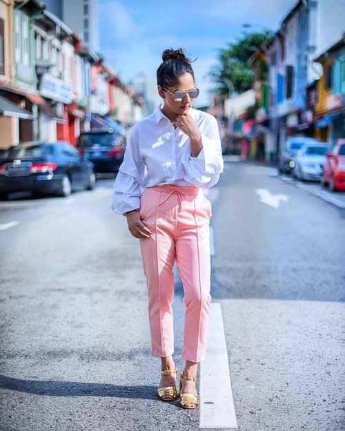 "<div class=""photoCaption"">Pastel Pink, White Ruffles and Metallic Touches are the perfect combination for Saturday 😎✨</div>"