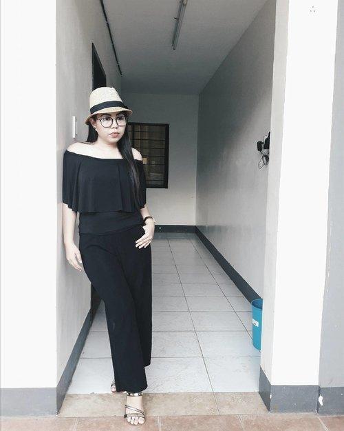 "<div class=""photoCaption"">♥offshoulder top+ culottes+ bowter's hat+ sandals 