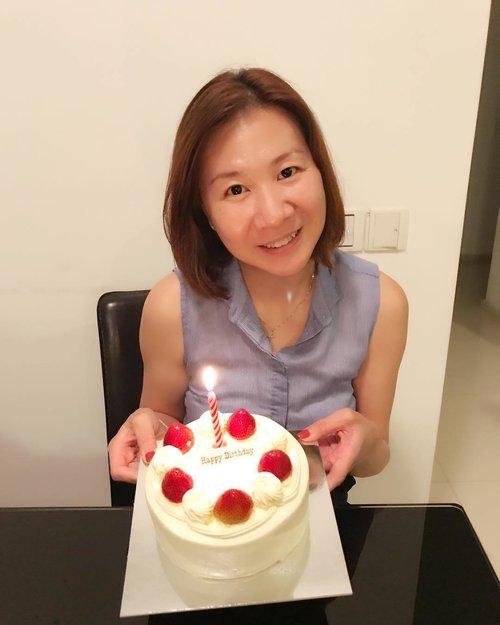 "<div class=""photoCaption"">It had been a while I cut cake on my #birthday ❤️❤️ . . #ootd #ootdsg #ootddaily #ootddress #ootdshare #singapore #fashionphotography #fashiondiaries #fashiongram #fashion #clothes #clothing #clozette #clozetteootd #fashionista #justmystyle #selfie #每日一照 #每日穿搭 #每日一笑 #每日一句 #每日一拍 #ootdcasual #happy #happygirl #happyme #shanghai #missingyou #china</div>"