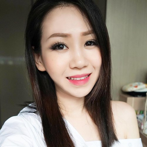 """<div class=""""photoCaption"""">Flash back Friday with an old #dblchinmotd  This look is created with makeup I recently bought from L'Oréal expo sale. Read more about my loots over at dblchin.com (Link in bio)  #dblchinfotd #clozette</div>"""