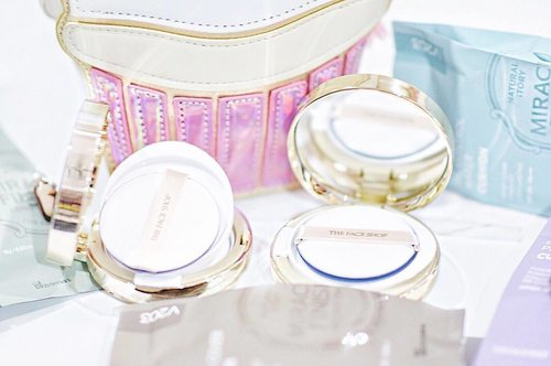 "<div class=""photoCaption"">Such mornings when I am so thankful to have these little compacts in the bag whenever I run around doing meetings. Such a lifesaver ❤️💙 . #thefaceahopmy #thefaceshopmalaysia #MiracleFinish #clozette #beauty</div>"