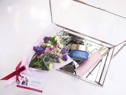 """<div class=""""photoCaption"""">At the end of the floral bouquet arrangement activity at Clarins press launch, we were asked how was it and I jokingly replied I need more Multi-Active skincare because it was stressful trying to came out with a beautiful bouquet 😂 (no pun intended). That's because the 5th generation of #ClarinsMY are designed to fight the stressful lifestyle that has harmful effects on Fibroblast - a key cell responsible for youthful skin. How do you like my pick up line, eh? The activity was hella fun! Even got Teasel (the cactus flower-looking thing in the middle), one of Multi-Active's key ingredient in the 💐. . . . . . . . #clarins #presslaunch #clarinsmultiactive #multiactivejour #multiactivenuit #antiaging #streetlovebeautyblog #bbloggers #sgigskincare #myigbeauty #instabeauty #malaysiabeauty #beautyaddict #sgigbeauty #skincarereview #skincareblog #skincareroutine #iloveskincare #luxurybeauty #skincarecommunity #instaskincare #clozette #clozetteambassador #beauty #365inskincare #flatlay #beautyflatlay #mybeautifulmess</div>"""