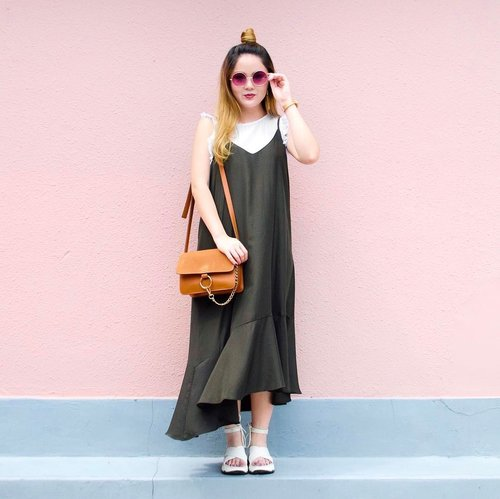 """<div class=""""photoCaption"""">Keeping cool in this super comfortable Malia Ruffle Hem Slip Dress c/o @pomelofashion! Love the drop waist detail and the quality of the material — definitely getting the most bang for your buck! For more trendy yet affordable pieces, visit @pomelofashion to check out their two collections — new arrivals updated weekly! P.S. First time shopping on pomelo? Sign up for their newsletter and receive 20% off! 😱 #trypomelo</div>"""