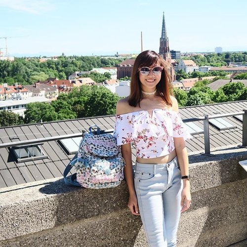 """<div class=""""photoCaption"""">Hello Munich! 🇩🇪 Great to have my trusty backpack from @kipling_sg for my honeymoon travels! 🎒  #kenting🍯🌛 #clozette #exploremunich #exploringmunich #kiplingsg #kiplingbackpack #sgootd #ootdsg #sgwiwt #wiwtsg</div>"""