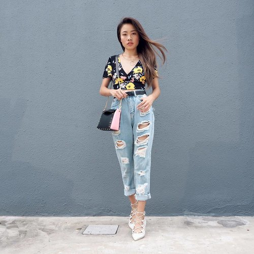 """<div class=""""photoCaption"""">Look Book 