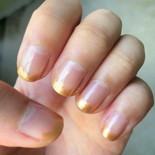 "<div class=""photoCaption"">A twist to the classic French tips💅🏻 #manicure #nailart #nailaddicts #nailaddict #clozette</div>"