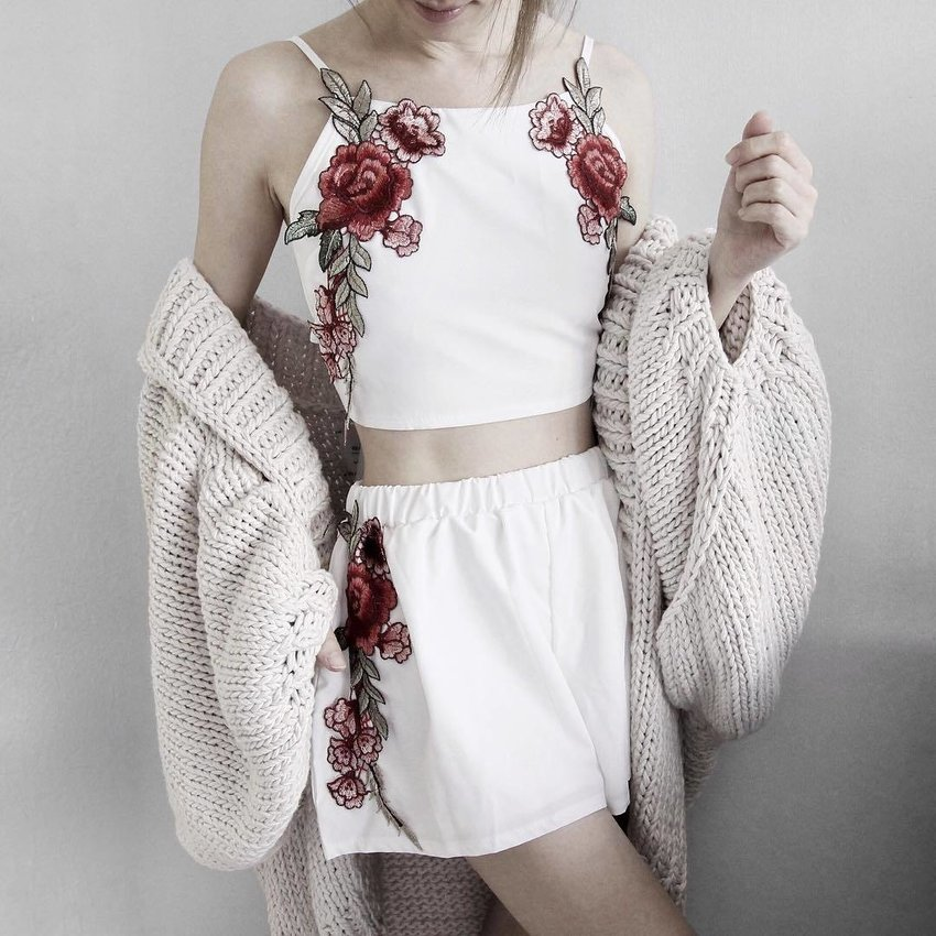 Embroidered Bowknot Top With Shorts - White S