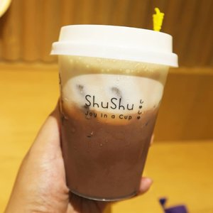 My luv @lifeofshushu Suisse Molten Chocolate ( R ) with Hokaido Chesee Cream . Location : Aeon Mall BSD . #lifeofshushu #shushu #chocolate #food #tangerangfood #aeonmallbsd #susu #drink #foodporn #foodphotography #foodie #drinkoftheday #foodie #foodies #likeforlikes #likeforfollow #like4likes #clozetteid