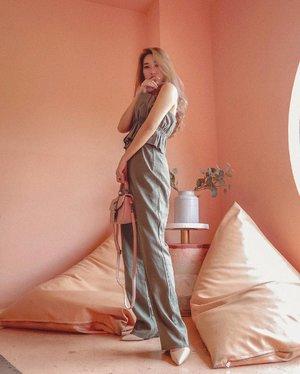Keliatan tinggi pake baju ini 😍 Sukak banget!  Thanks to @oudre_id ❤️ #meminebeauty #clozetteid #ootd #minefashionjourney
