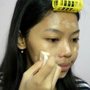 """No Makeup"" Makeup Look by Tari Oke banget buat yang suka pakai makeup tapi pengen tetep kelihatan natural❤️ .  Products that I used : 💧Natural pacific (Nacific) Phyto Niacin Whitening Essence @nacific_official 💧Klairs Midnight Blue Calming Cream @klairs.global 💧L'oreal Infallible Pro-Matte Foundation shade 105 @lorealindonesia 💧Revlon Colorstay Concealer shade Medium Moyen  @revlonid 💧Etude House Drawing Eyebrow Shade #2 Grey Brown @indonesia_etudehouse 💧Etude House Lovely Cookie Blusher shade #10 Peach Parfait @indonesia_etudehouse 💧Emina Cheek Lit Blush shade Cotton Candy 💧Peri's Ink velvet shade #5 💧Peri's Airy Ink Velvet shade #8  Jadi karena ini makeup buat malam jadi aku skip sunscreen. Nah kalau makeupnya siang wajib lho ya pakai sunscreen. Aku juga skip maskara dan eyeliner karena tangan aku kebiasaan kucek-kucek mata jadi aku jarang pakai itu 😂 . 🎶Bolbbagan4 - Some . #skincare #beauty #skincareroutine #kbeauty #skincarecomunnity #skincarejunkie #skincarelover #makeup #koreanskincare #makeuplover #makeupaddict #instamakeup #instabeauty #makeuptutorial #naturalmakeup #beautyvidgram #indovidgram #beautyvideo #beautybloggerindonesia #makeupvideo #naturallook #nomakeupmakeup #lorealinfallible #clozetteid"