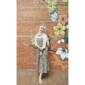 Summer Vibes!I choose a combination of beige, white, and yellowish and pink floral pattern for #bdgbb2ndanniv #bdgbbsummerparty outfit 🍹🌞 #vsco #clozetteid #lifestyle #ootd #outfitideas #outfitoftheday #hijab #hijaboftheday
