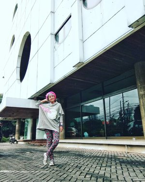 In 2001, I get my first 'serious' job in this building, as an online reporter for @gadismagz . I'm still as college student that time. Then, I write for another magazine, Seventeen Indonesia and Cita Cinta, and off course on Gadis magazine too . In this building, I learn lots about magazine, online, journalistic things and friendship for 4 Years . I'm happy I can meet and learn from the best people / mentors in Gadis magazine such as Mba @tenikhartono , mba @hippy_yeay and Mas @adibhidayat . Suwuuun :) . I get lots of networking from my time in here. No wonder untill now if I meet some of my old friends, they put my name as Titaz Gadis on their phonebook :) . I also get lots experiences, that shapes to be better version of me . This Femina building, the magazines and the people inside it, is one of the best place and memory in my life . Thank you! . #stylieandfoodie #livelovelifelaughlust #blogger #bloggerceria #tetapsemangat #365post2019 #ootd #clozetteid #stylie #therealoutfitgram #styledaily #dailystyles #streetstyle #realoutfitgram #thestreetograph #looksootd #lookbookindonesia #fashionblogger #styleblogger #style #fashion