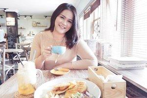 One day I'll wake up at 11:30 a.m on a Sunday with the love of my life and I'll make some coffee and pancakes and it'll be alright. #lifegoals 👌🏻 . . . . . . . .  #bandung #explorebandung #caferestobdg  #bandungjuara #bandung #visitbandung #kaniatheexplorer #bandungbanget #coolspotid #coolspotbdg #worthtovisit #placestogobandung #bandungcafe #bandungtoday #bandunghotel #potd #beautybloggers #beautyblogger #clozetteid #sundayfunday #sundayvibes #sunday #sundaymorning #sundays #sundays #sundaymood #sundayselfie #selfiesunday #sundaybrunch